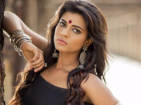Hot beauty to play a Woman Cricketer