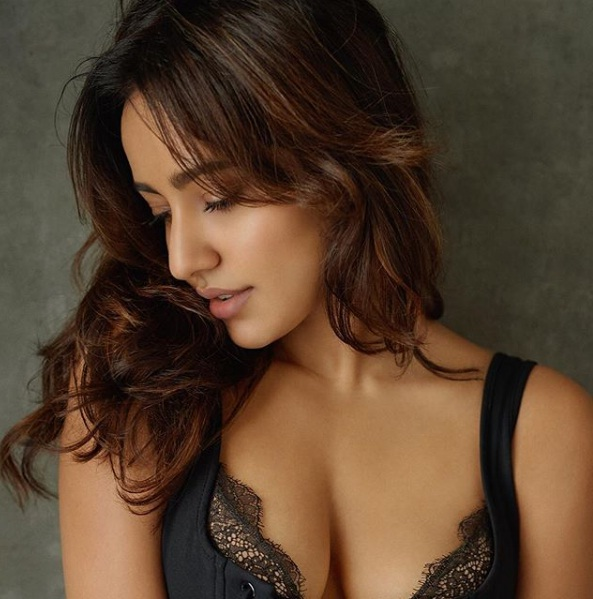 Sensuous beauty flaunts her hot cleavage
