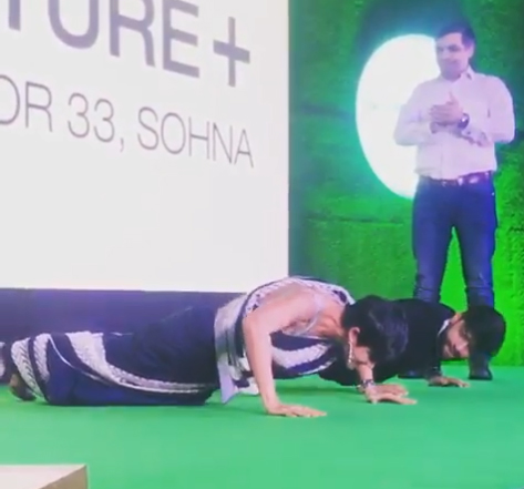Video-of-Prabhas-s-Saaho-actress-doing-Push-ups-in-Saree-and-Heels-Goes-Viral