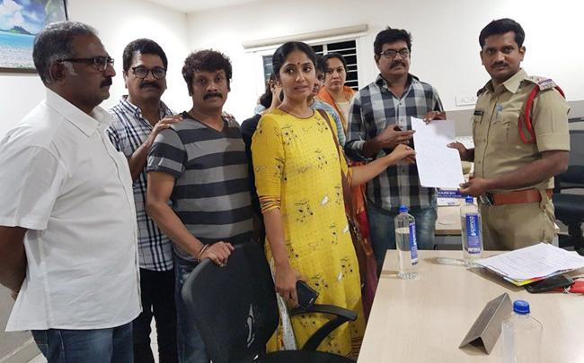 News Channel Editor calls Telugu actresses 'sluts' :Tollywood files complaint against him