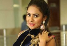 Sri Reddy abuses Pawan Kalyan and says sorry to his mother