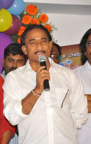 Vakada Appa Rao trashed by Character Artists : Demanded Chiranjeevi and Charan to comment