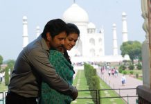 Saamy Square Chiyaan Vikram romantic pose with Keerthy Suresh in front of Taj Mahal