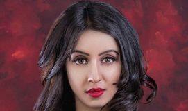 Sanjjanaa-Galrani-flaunts-her-deep-Cleavage