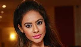 Sri Reddy responds on Andhra Pradesh Special Status issue