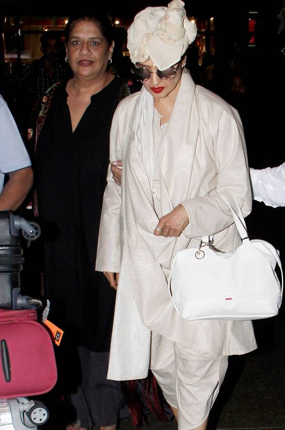 Rekha The Ageless diva rocks at airport