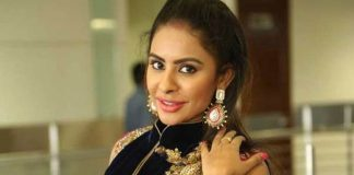 Sri Reddy review on Officer, comments on Nagarjuna, Ram Gopal Varma
