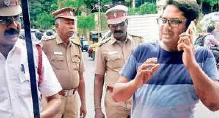 Manoj, son of director Bharathiraja caught red handed