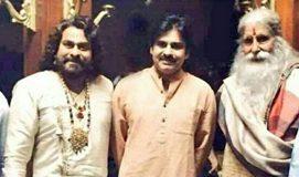Pawan Kalyan surprise visit to Chiranjeevi Sya Raa Sets