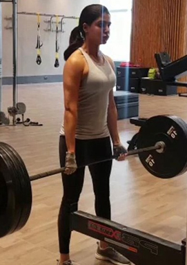 Samantha lifting 80 Kgs deadlift