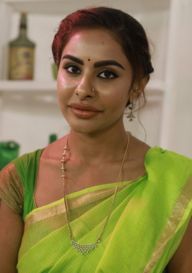 Sri Reddy supports Maha Kutami and criticizes KCR family