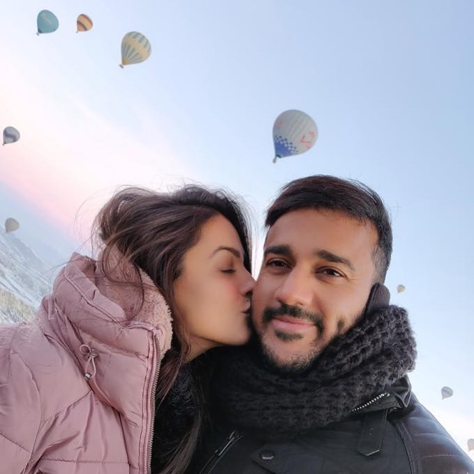 Teja actress kissing Rohit Shetty in Air