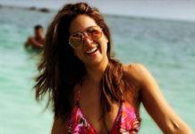 Magadheera item girl sizzles in bikini