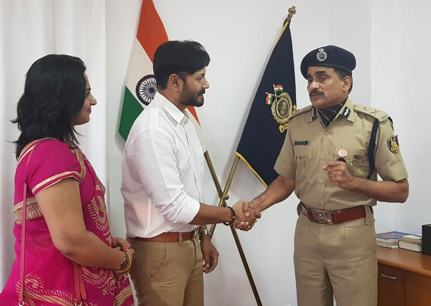 Kaushal Manda donation to families of soldiers martyred in Pulwama attack