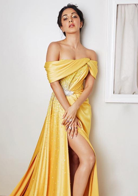 Kiara Advani thigh exposing Thunder Girl