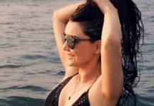 Minissha Lamba s*xy pose in water
