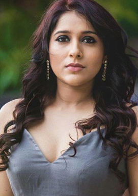 Rashmi Gautam car met with an accident