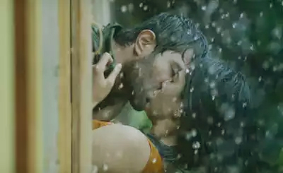 That's unexpected! Vijay Deverakonda lip-lock with Rashmika Mandanna in rain