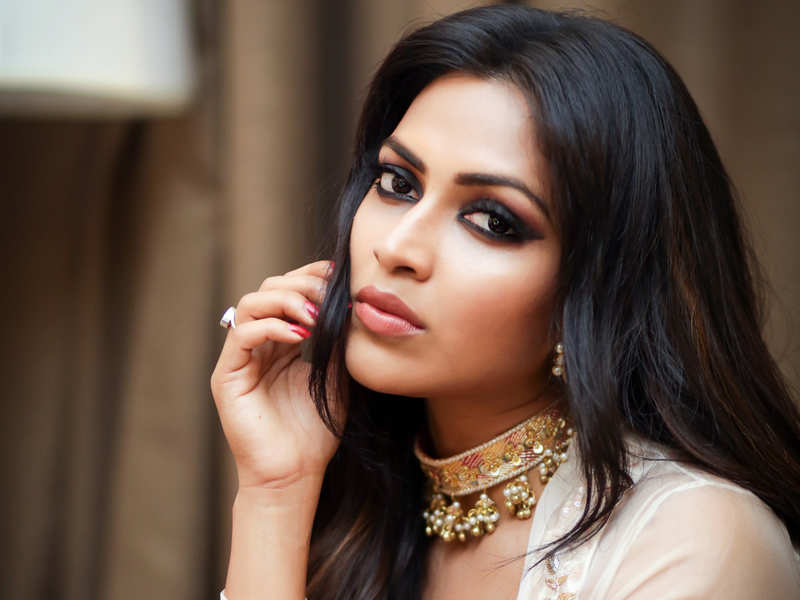Amala Paul insulting comments on Bellamkonda Sai Srinivas