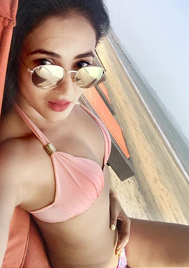 Sonal Chauchan turns beach bomb