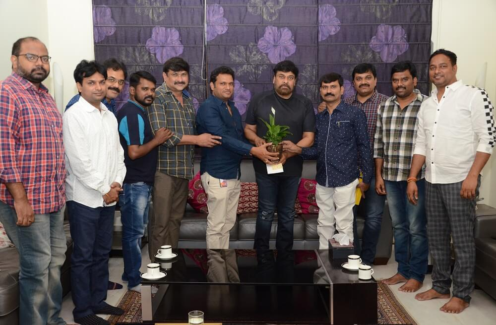 Chiranjeevi extends helping hand to Film Newscasters Association