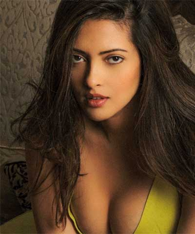 Riya Sen flashes her cleavage