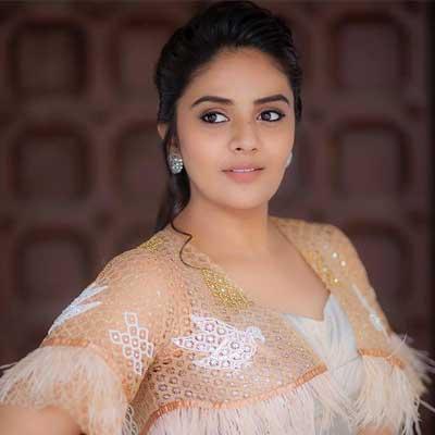 Sreemukhi is new captain of Bigg Boss 3 Telugu