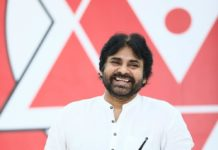 Pawan Kalyan sends bouquet to Sye Raa Cinematographer Rathnavelu