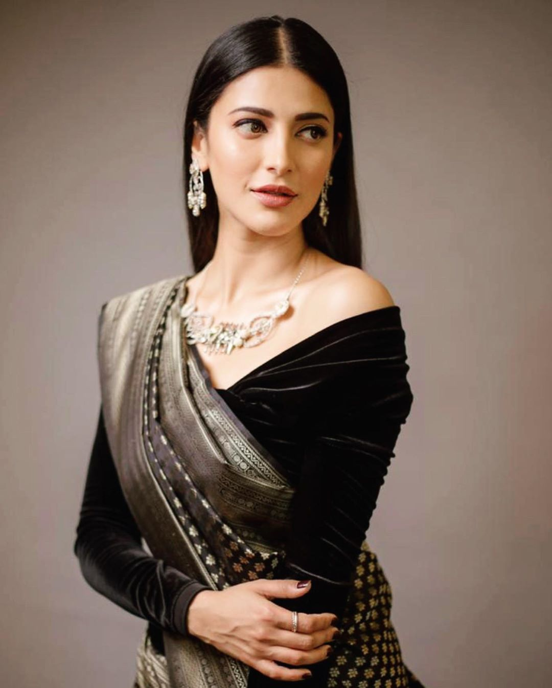 After a long pause, Shruthi Haasan is ready to make her comeback in Telugu