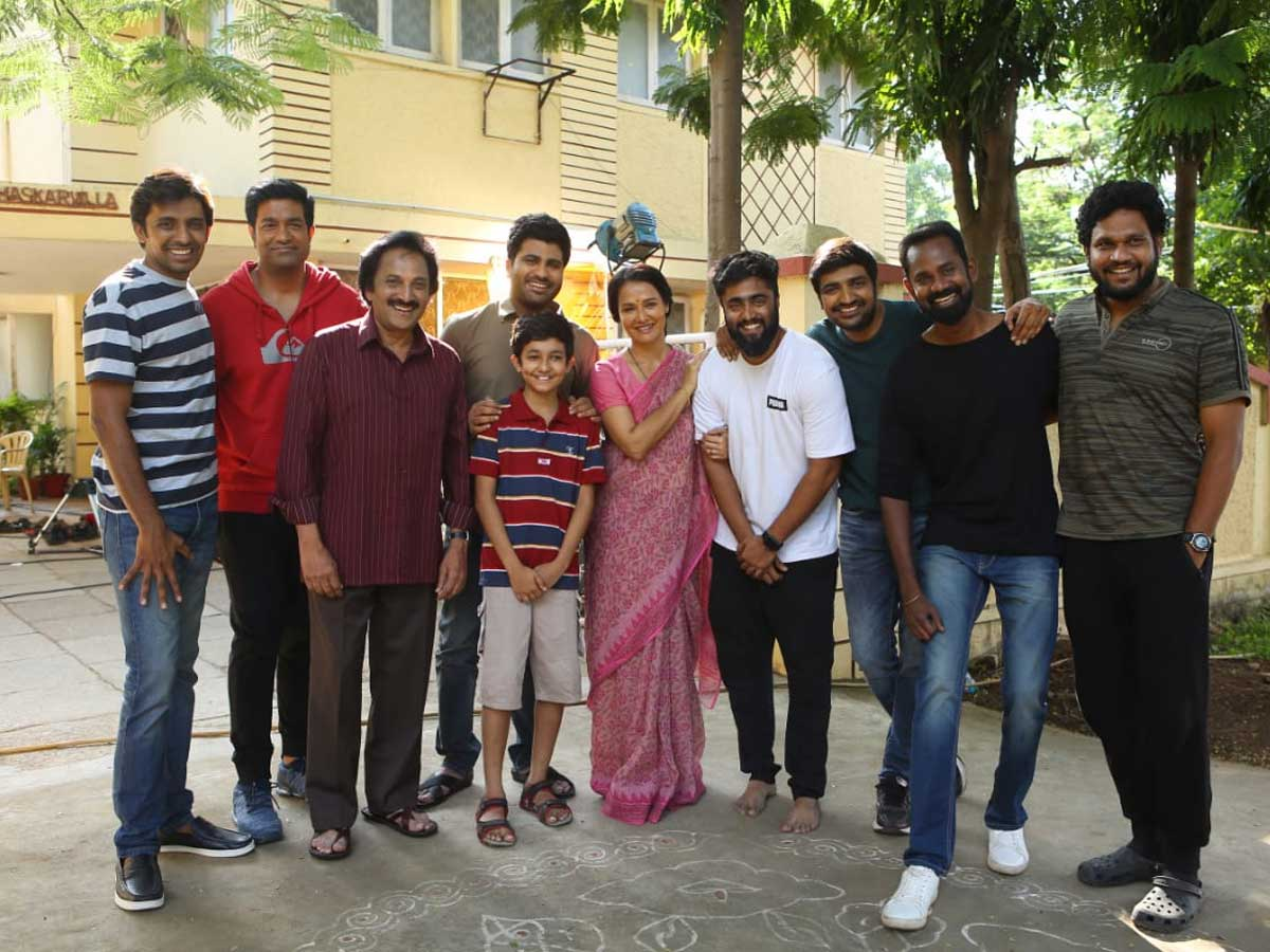 Amala Akkineni middle-class mom look from Sharwanand film