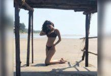 AmyraDasturslips in bikini