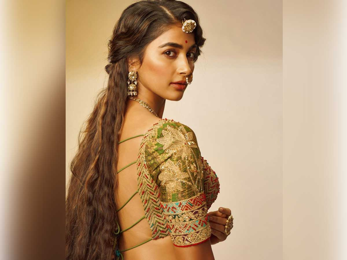 Pooja Hegde most demanded glamorous Video Out