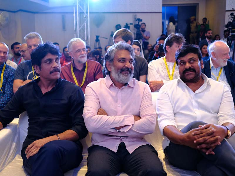 Rajamouli getting sandwiched between Nagarjuna and Chiranjeevi