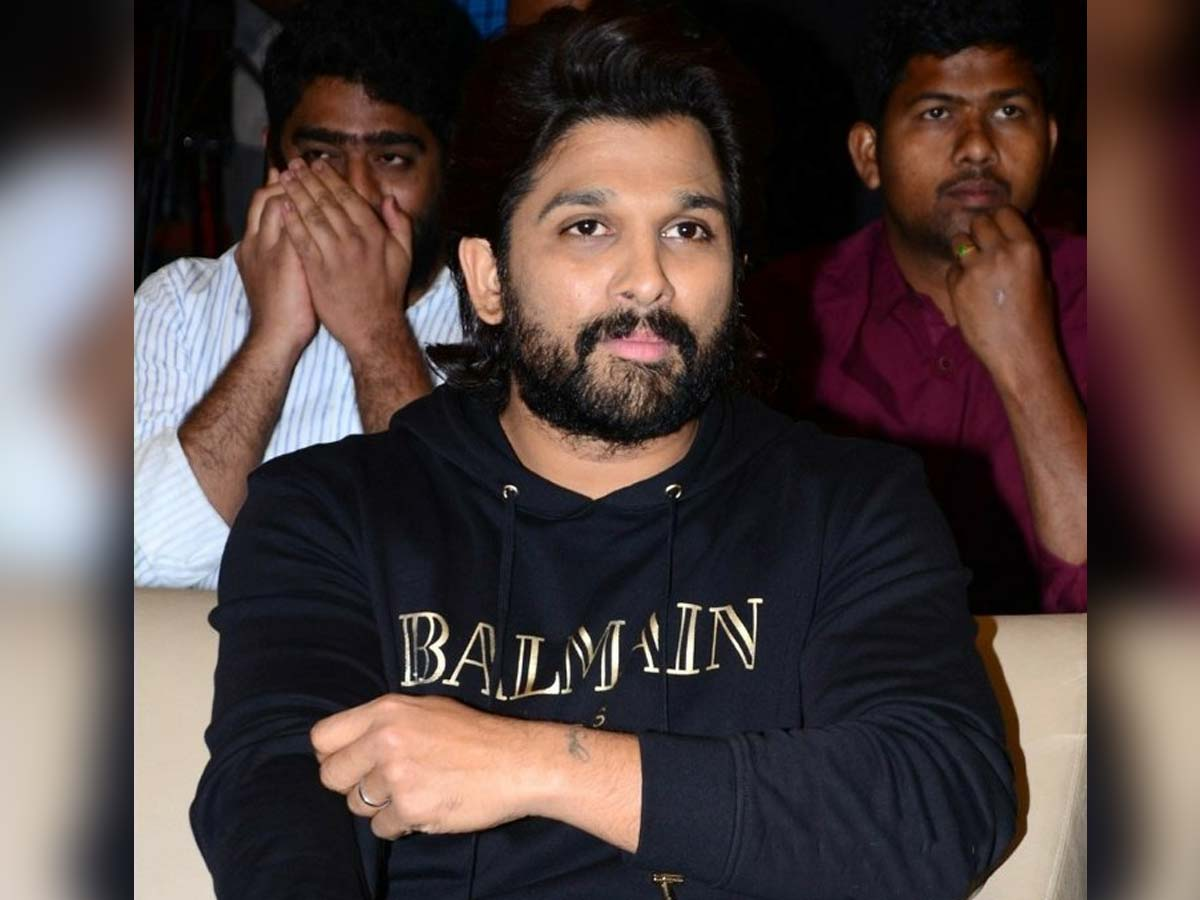 Allu Arjun silently watches movie with crowd