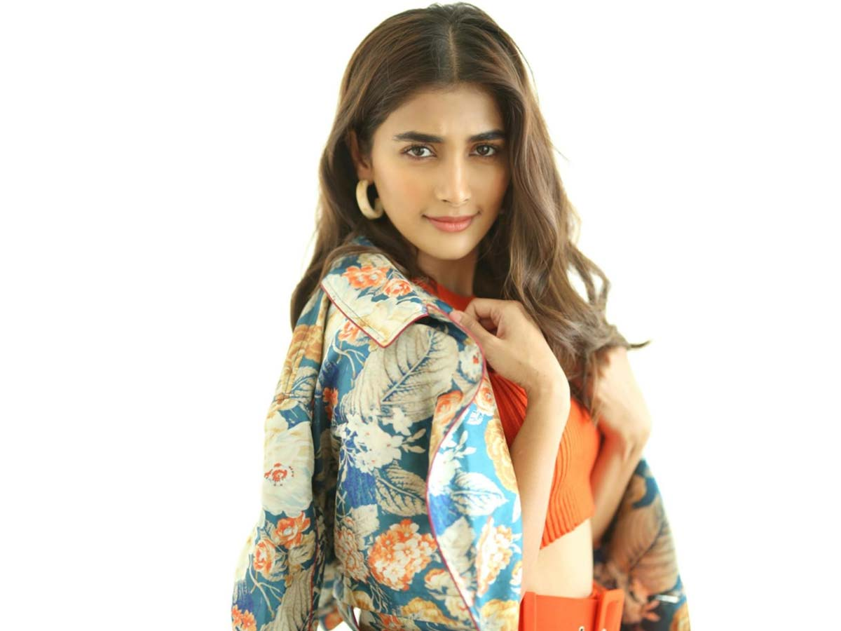 Pooja Hegde can't resist the temptation!  Reduces her Fee