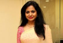 Singer Sunitha upset due to false news of COVID-19 positive