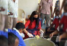 Attarintiki Daredi girl involves in corona relief activities