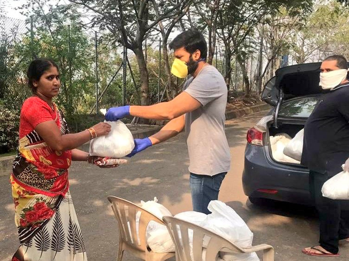 Gopichand donates groceries to 1000 families