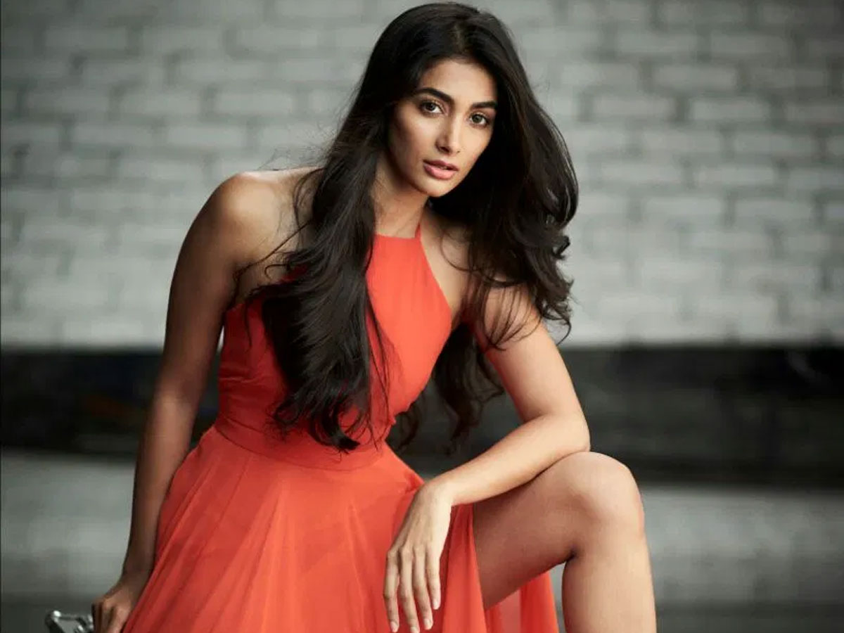 Pooja Hegde taking advantage of Star Status