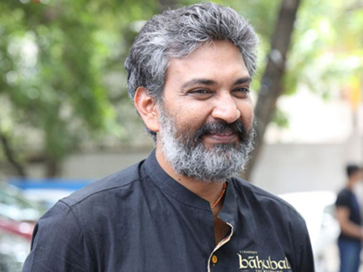 Rajamouli finds time to laud Family