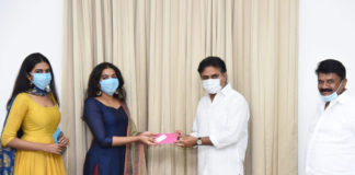 Rajasekhar daughters donate to Telangana CM Relief Fund
