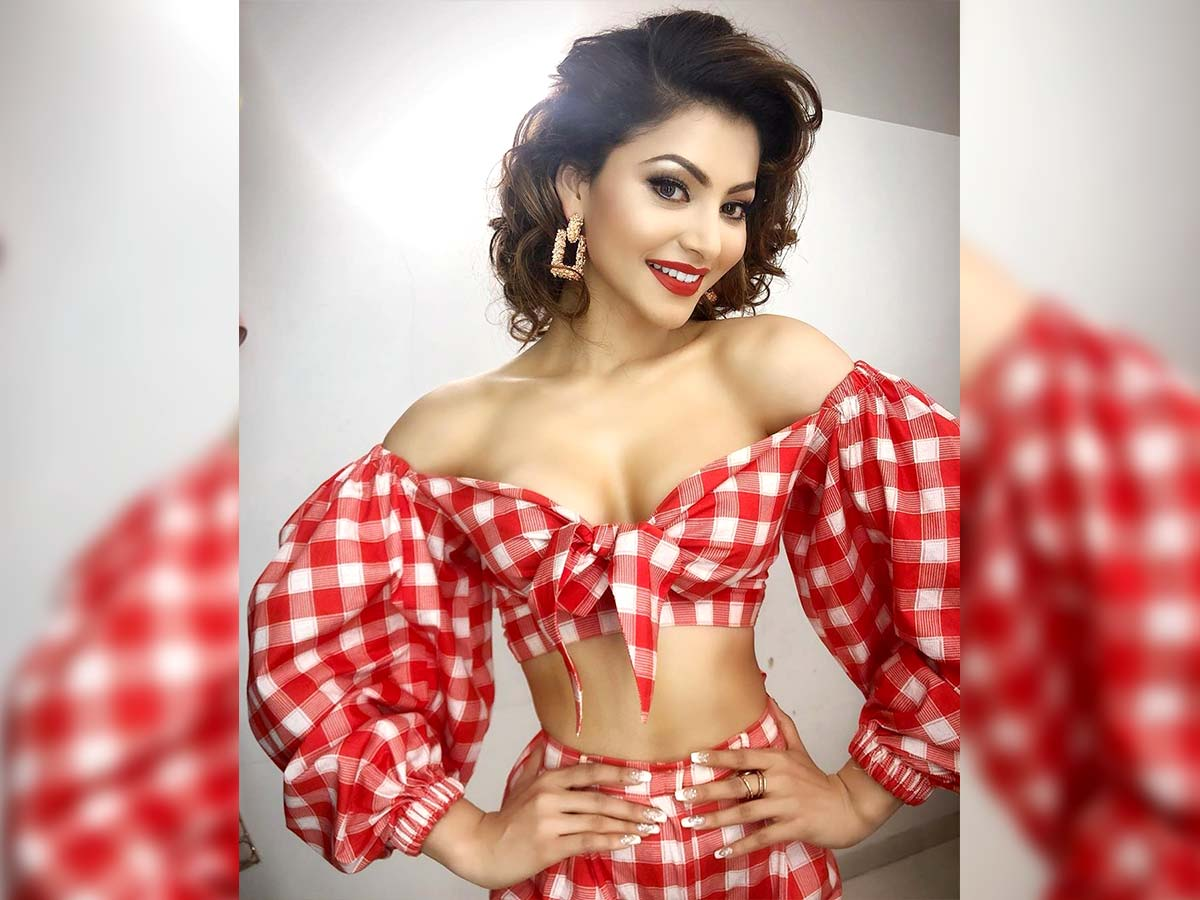 Urvashi Rautela sizzling song in Seetimaarr