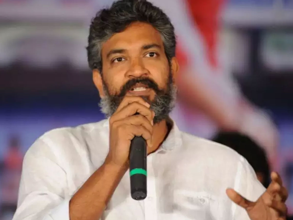 Game Changer! Rajamouli agrees to do test shoot of RRR