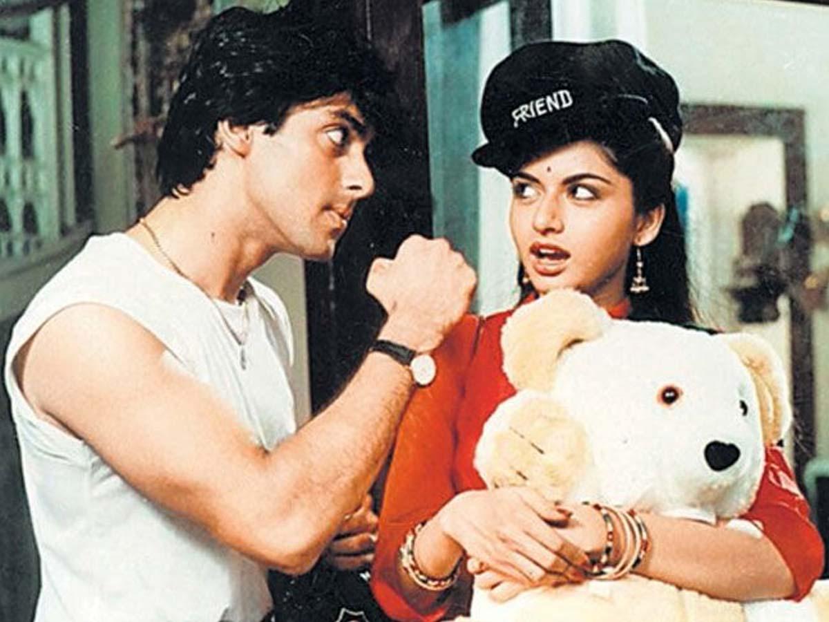 Photographer asks Salman Khan to plant kiss on Bhagyashree lips