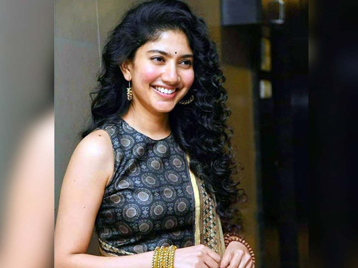 Sai Pallavi says: Going with glamour roles is uncomfortable