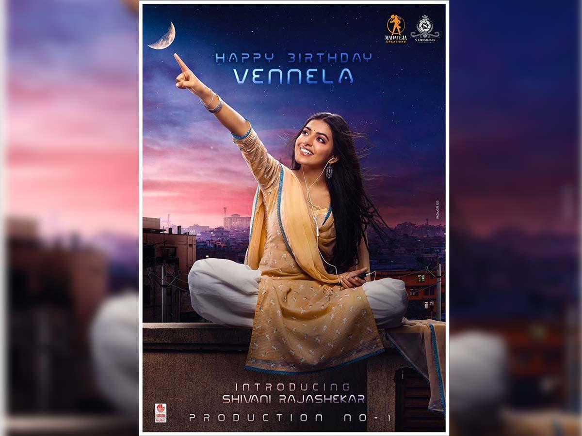 Shivani Rajasekhar as Vennela pointing her finger towards moon