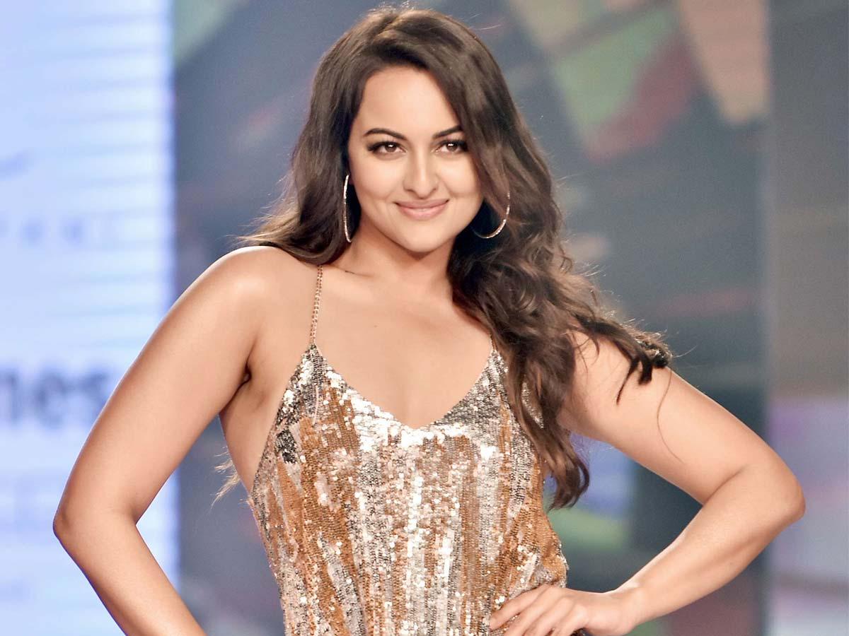 Sonakshi Sinha to sizzle in Mega Stars film