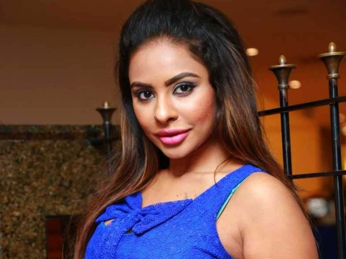 Sri Reddy explosive statements, ready to reveal top Telugu celebs names in drugs