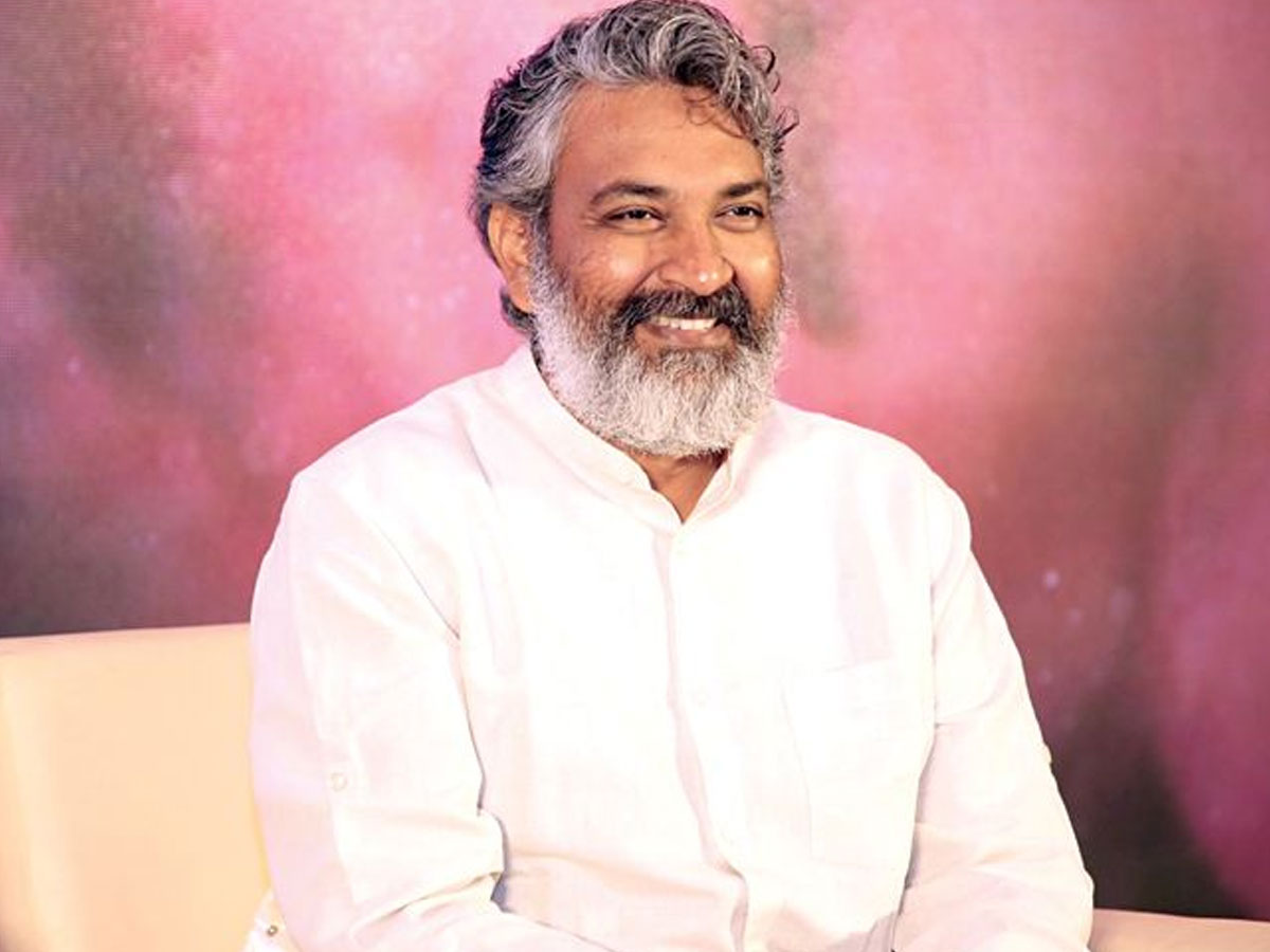 Rajamouli locks 5th October for RRR?