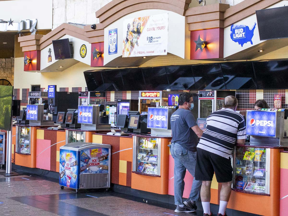 Regal Cinemas chain to close all 536 US Theaters on Thursday